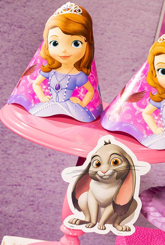 Faça com que cada menina se sinta como se fosse a Princesa Sofia, distribuindo chapéus personalizados.