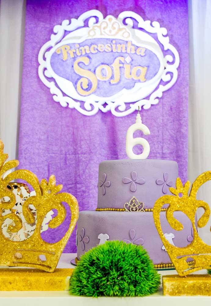 Capriche no aniversário da Princesinha Sofia com um belo bolo e uma linda decoração.