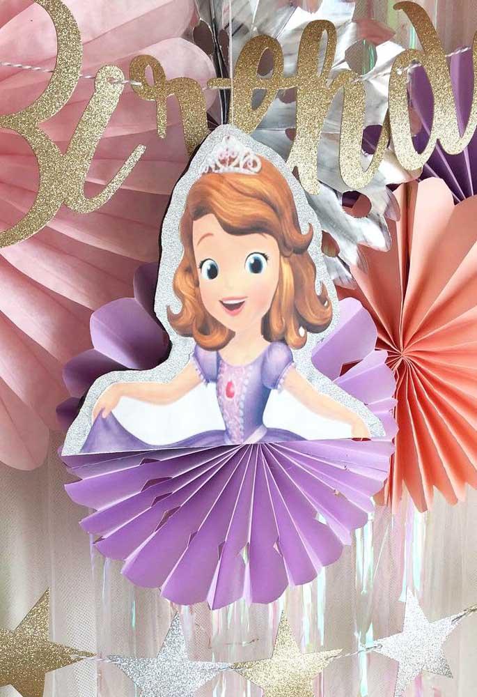 Use a criatividade para fazer os mais diferentes elementos decorativos para a festa com o tema Princesa Sofia.