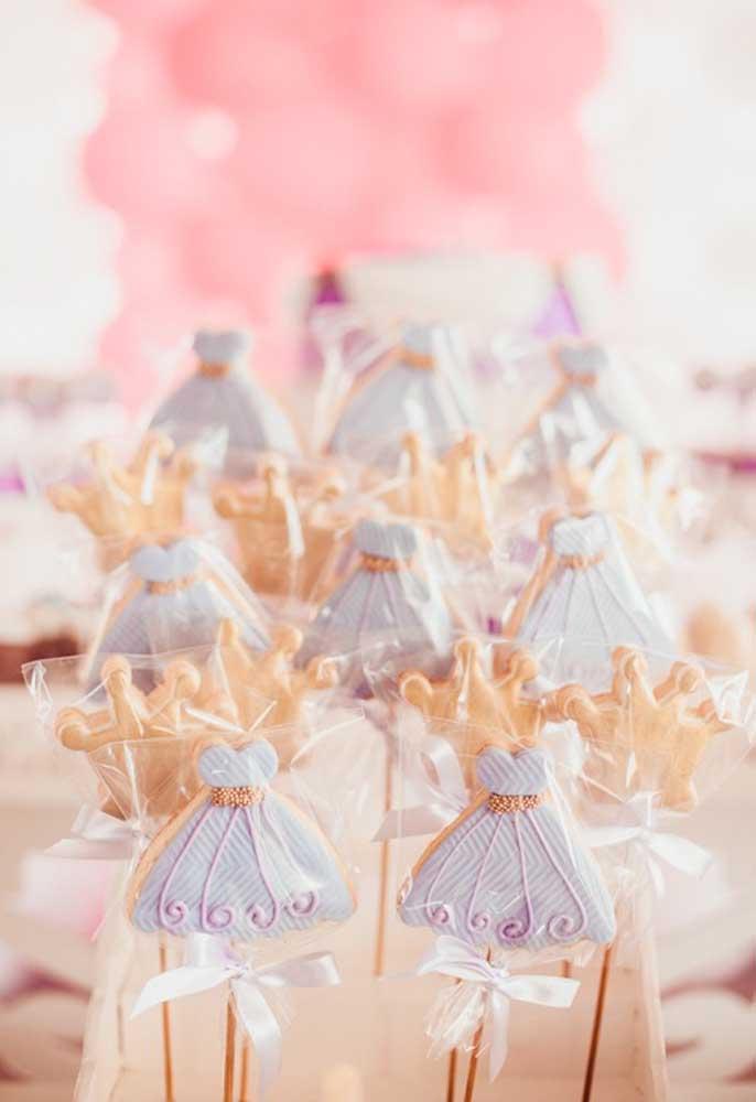 O que acha de preparar algumas guloseimas nos formatos do vestido e da coroa da Princesa Sofia?