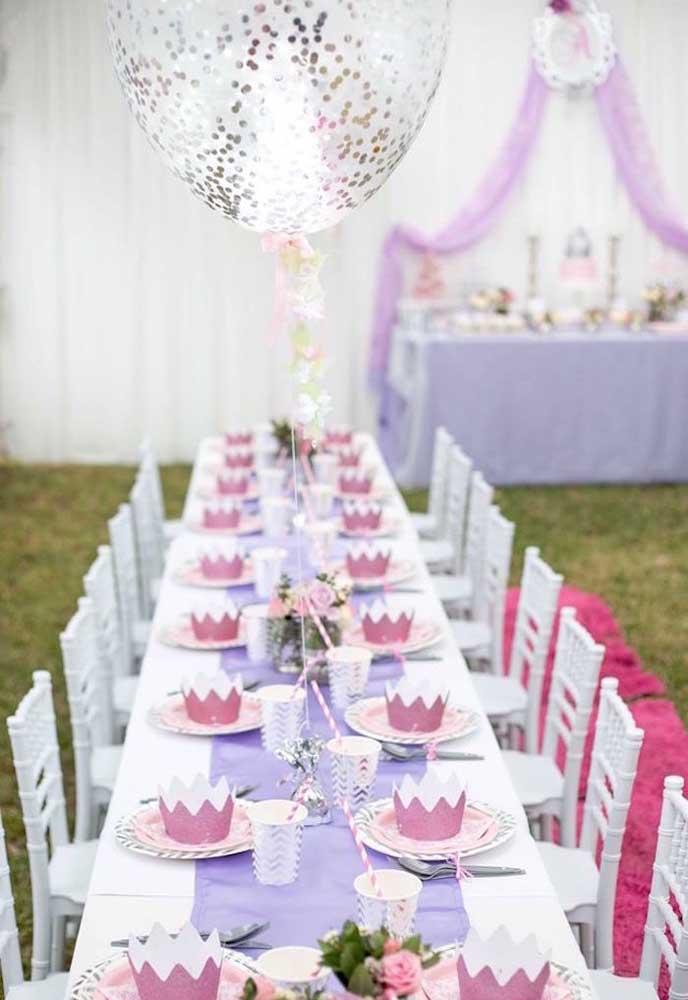 Uma mesa digna de Princesa para combinar com o tema da festa.