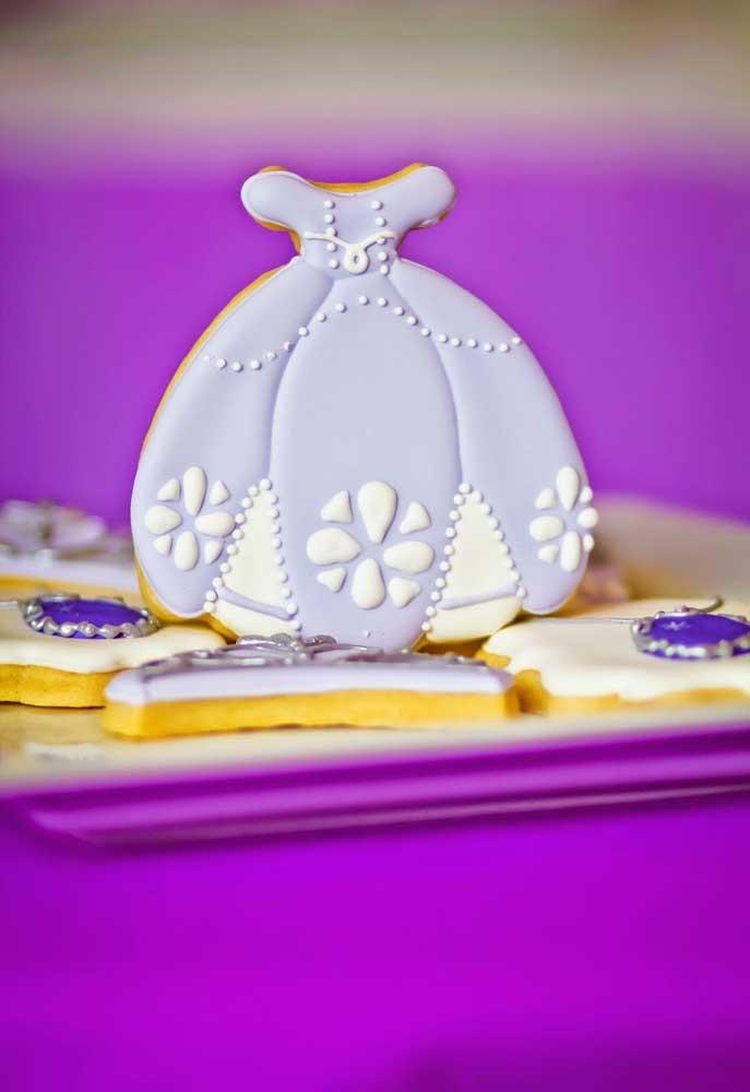 Biscoitos são perfeitos para servir nas festas, ainda mais que é possível modelar no formato que você deseja.