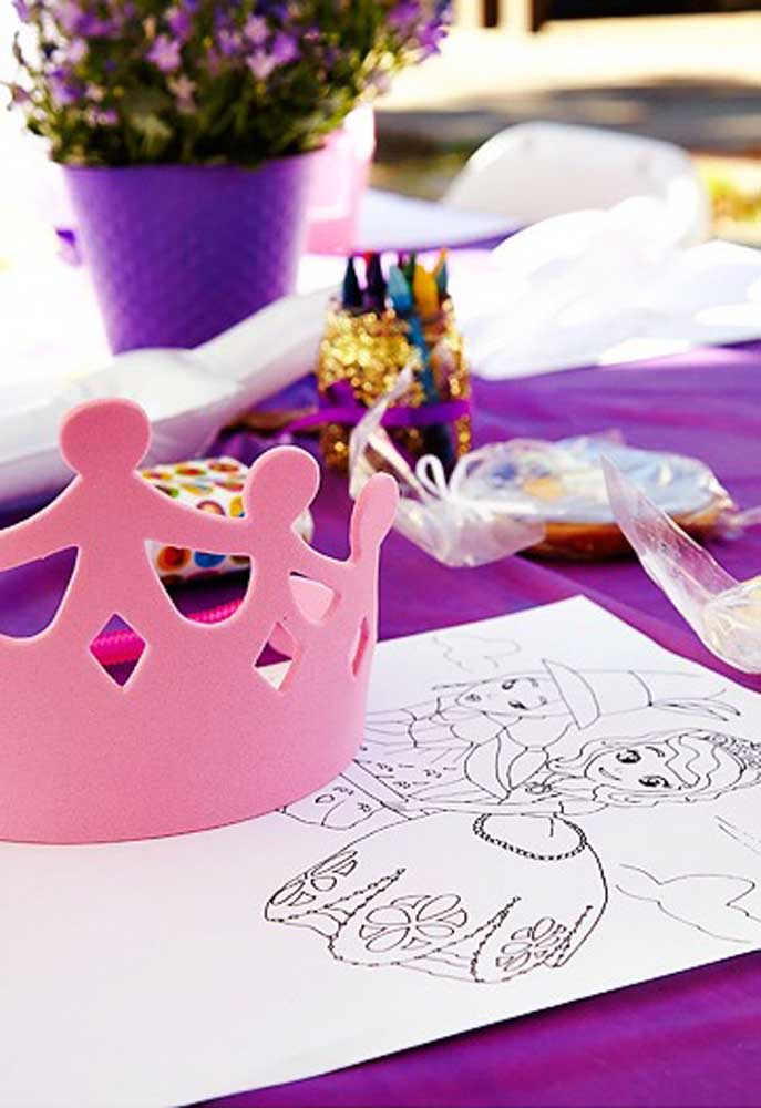 Deixe as crianças soltarem a imaginação e usarem a criatividade. Para isso, prepare um cantinho para eles desenharem e pintarem.