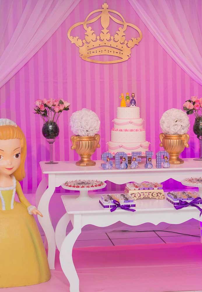 Você pode apostar em uma festa cor de rosa usando o tema Princesa Sofia para deixar o aniversário mais feminino.