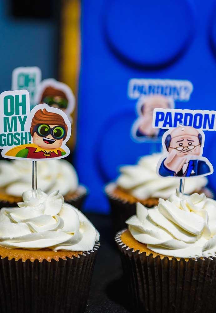 E como faz com o cupcake? Decore com alguns personagens da turma do Batman como o inseparável amigo Robin.