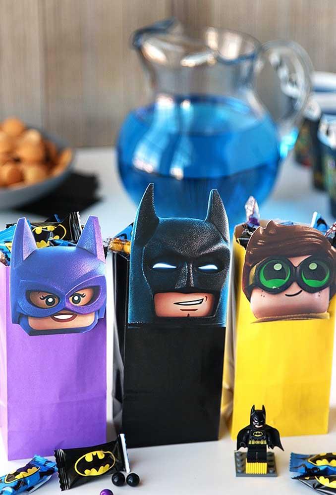 Olha a criatividade usada nessa embalagem de guloseimas. Para deixá-las personalizadas foram usadas as carinhas dos personagens principais.