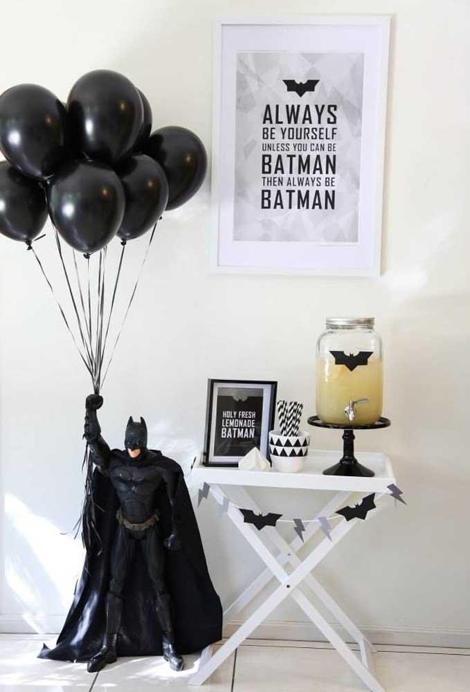 Use molduras de quadros para decorar o aniversário com frases inspiradoras.