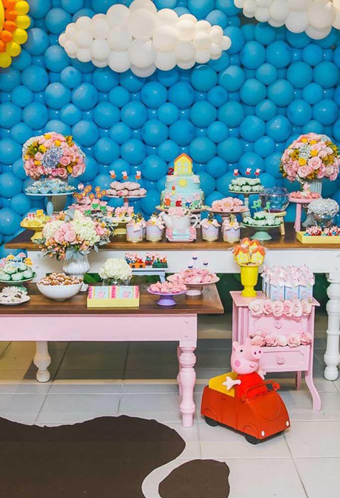 A mesa principal da festa deve ter uma decoração caprichada, pois é o ponto do aniversário que mais chama atenção.