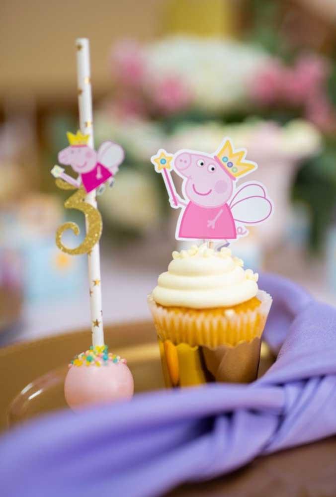 Já viu combinação mais perfeita do que o cake pop e o cupcake juntos?