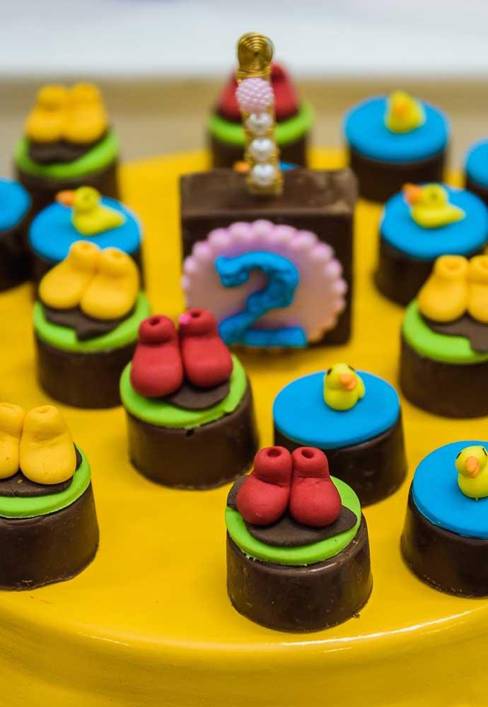 O que acha de preparar um convite simples, mas bem colorido com o tema Peppa Pig?