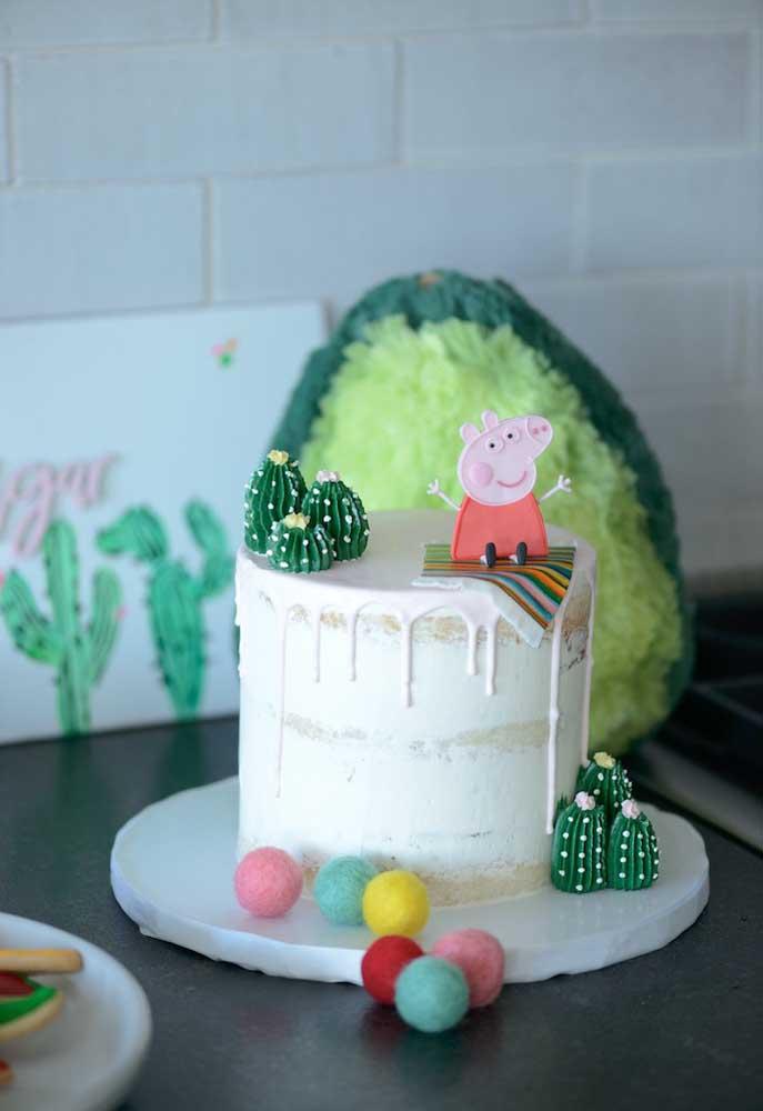 Você pode até preparar um bolo simples, mas não esqueça de colocar a Peppa Pig no topo.