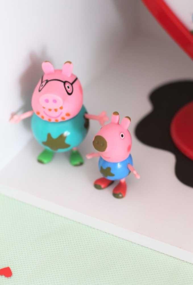Entre os principais personagens da Peppa Pig estão o Papai Pig e o pequeno George.