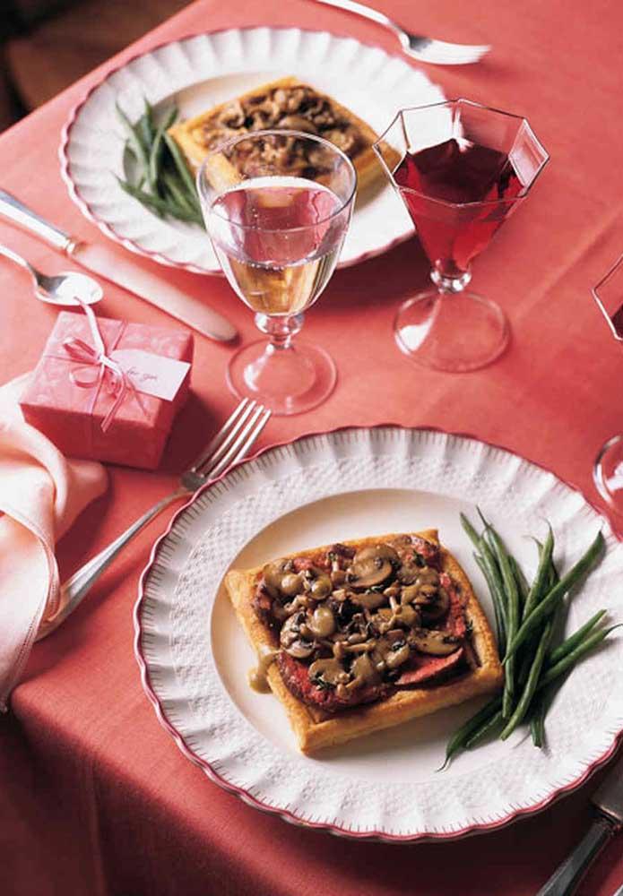 Uma bela mesa faz toda a diferença na decoração jantar dia dos namorados.