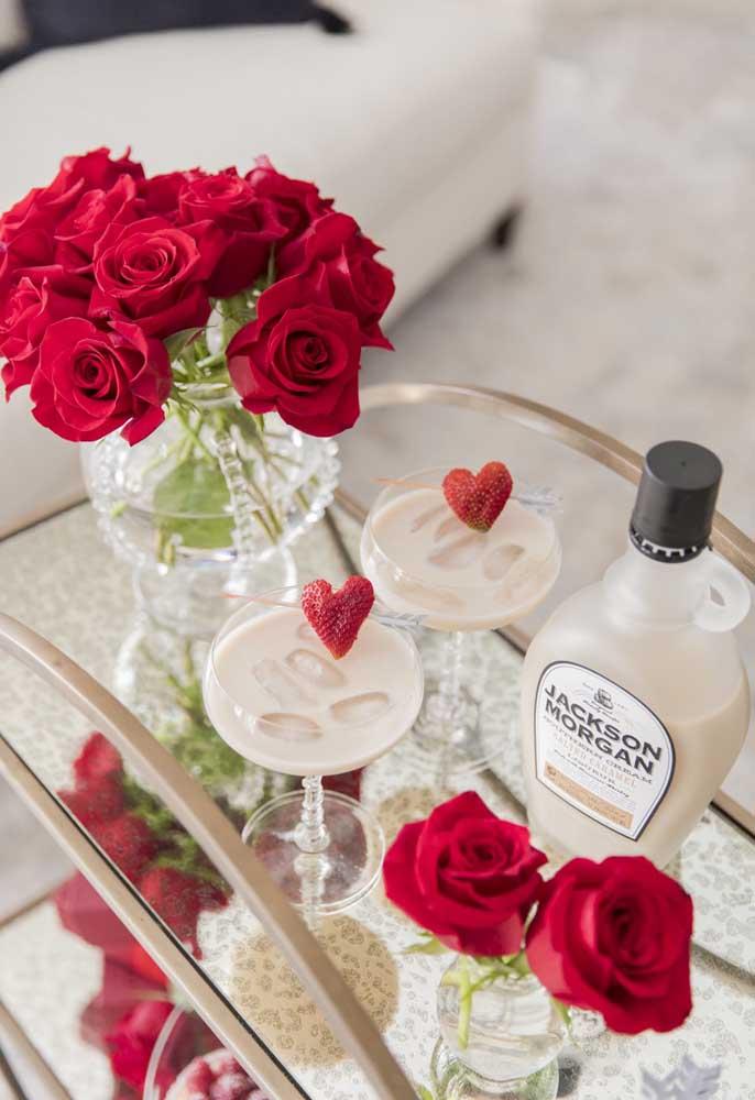 Rosas vermelhas são sempre bem-vindas na decoração de dia dos namorados.