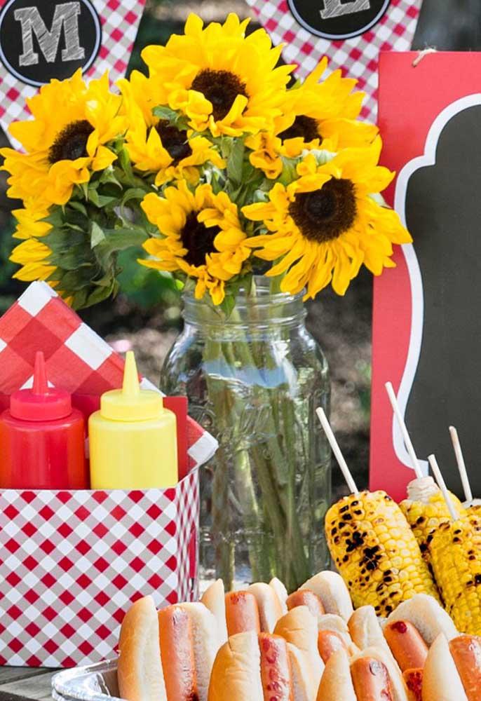 As flores são sempre usadas em decorações. Portanto, use e abuse delas na festa piquenique.