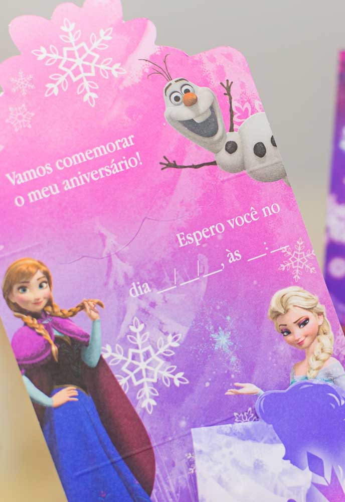 Sugestão de convite simples para a festa Frozen. Tudo o que os convidados precisam saber escrito de modo claro e objetivo