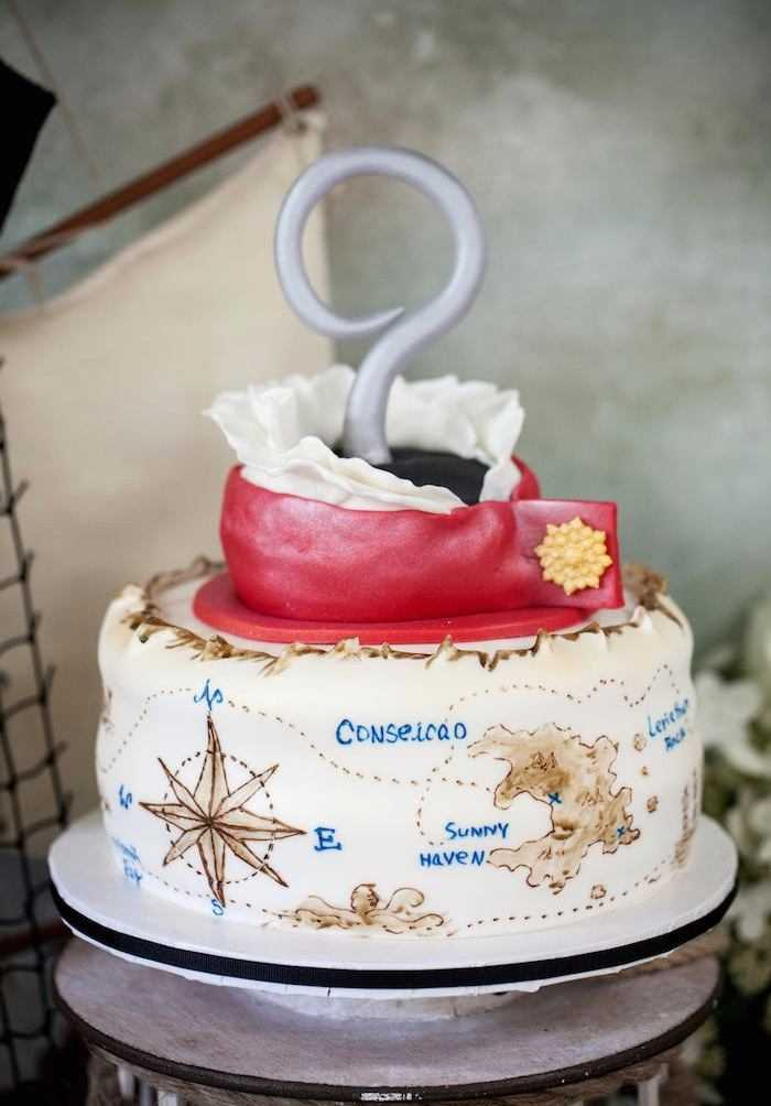 Modelo de bolo pirata com um gancho de arrepiar