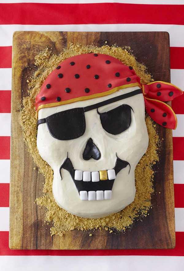 Bolo de caveira pirata com pasta americana