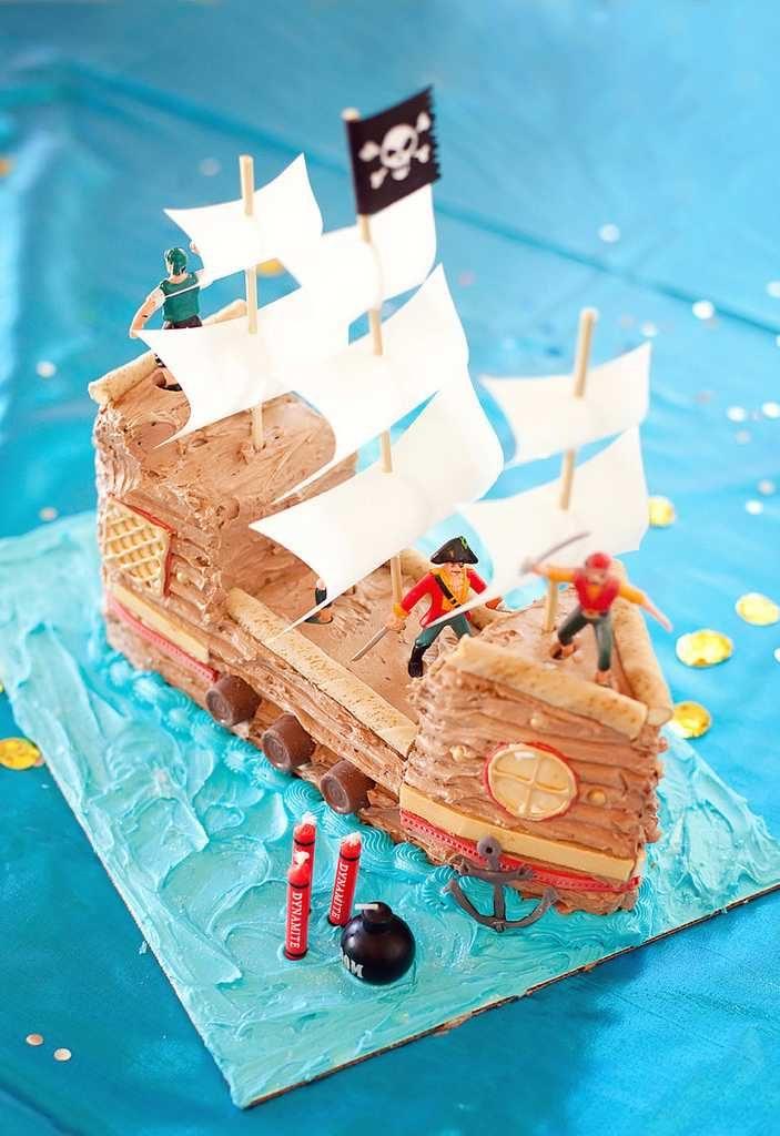 Navio pirata em formato de bolo