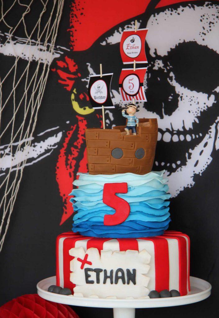 Bolo de 3 andares para o tema pirata