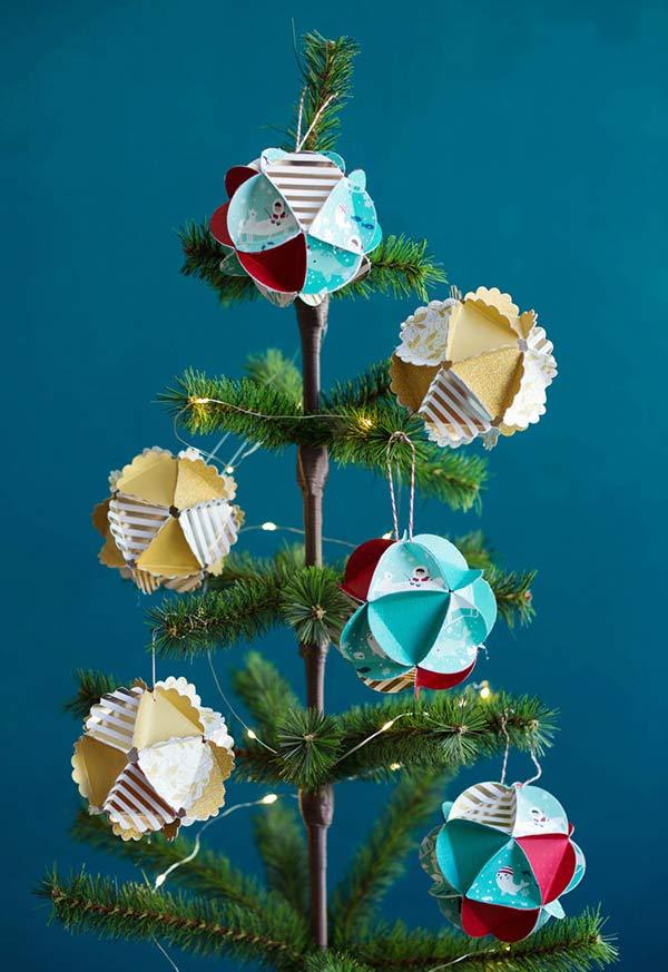 Bolas de papel para árvore
