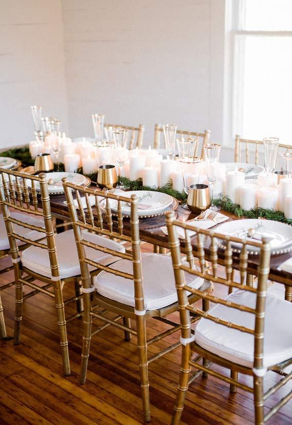 Velas brancas no centro de mesa
