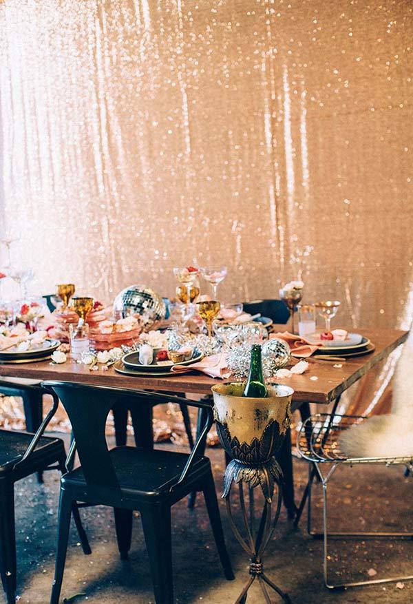 Elementos festivos para a decoração da mesa de Natal