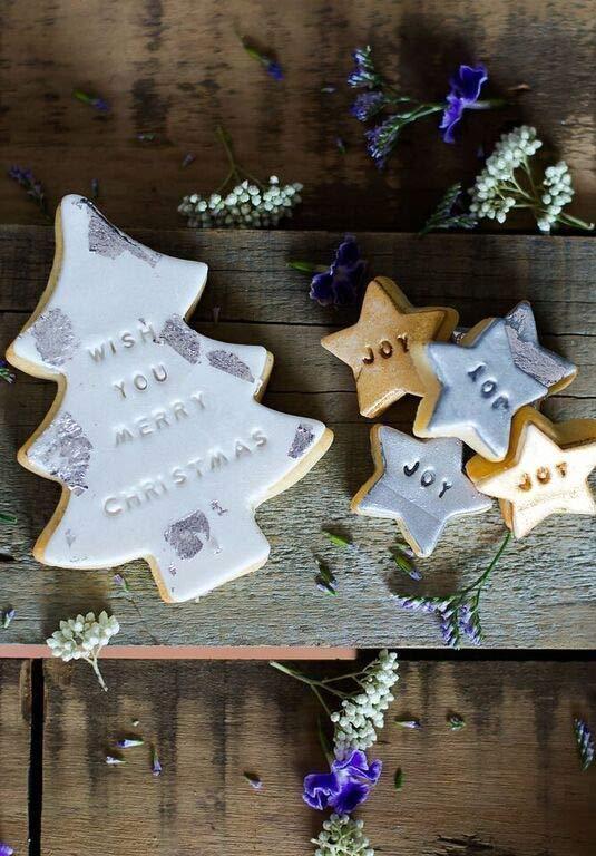 Biscoitos decorados com mensagens natalinas