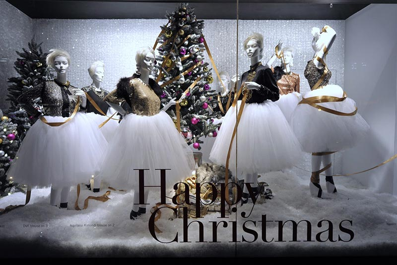 Vitrine com árvores de Natal