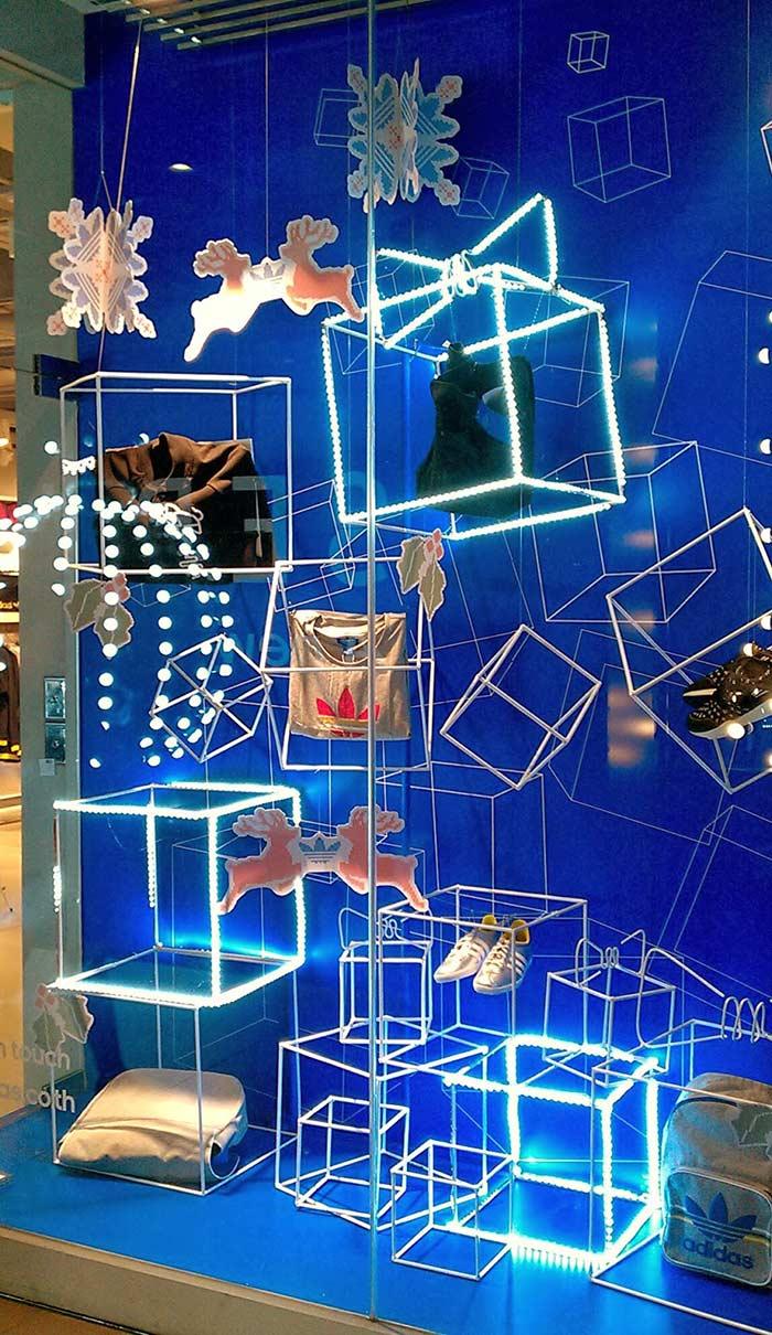 Cubos de Neon e pendentes natalinos