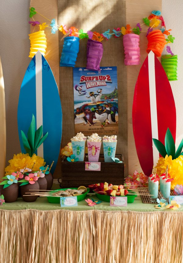 Mesa para todo mundo tirar onda na festa havaiana
