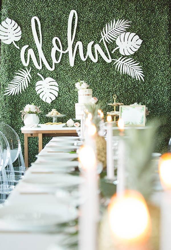 Dizendo aloha em verde e branco