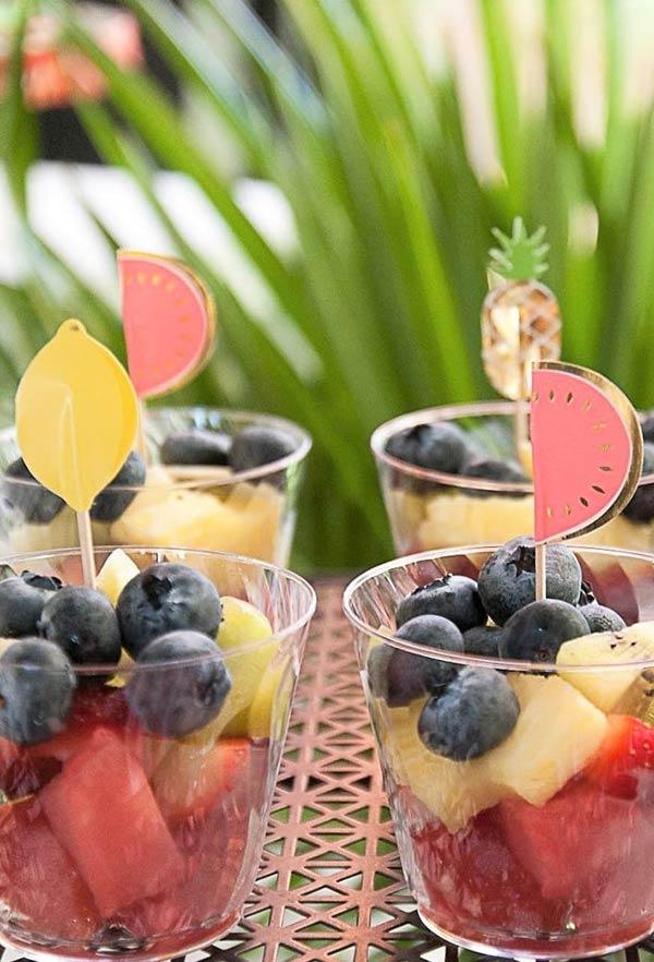 Detalhes das frutinhas nos potinhos