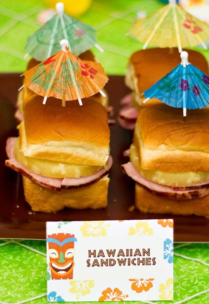 Sanduíches havaianos para festa