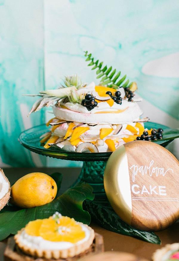 Naked-Cake de frutas tropicais