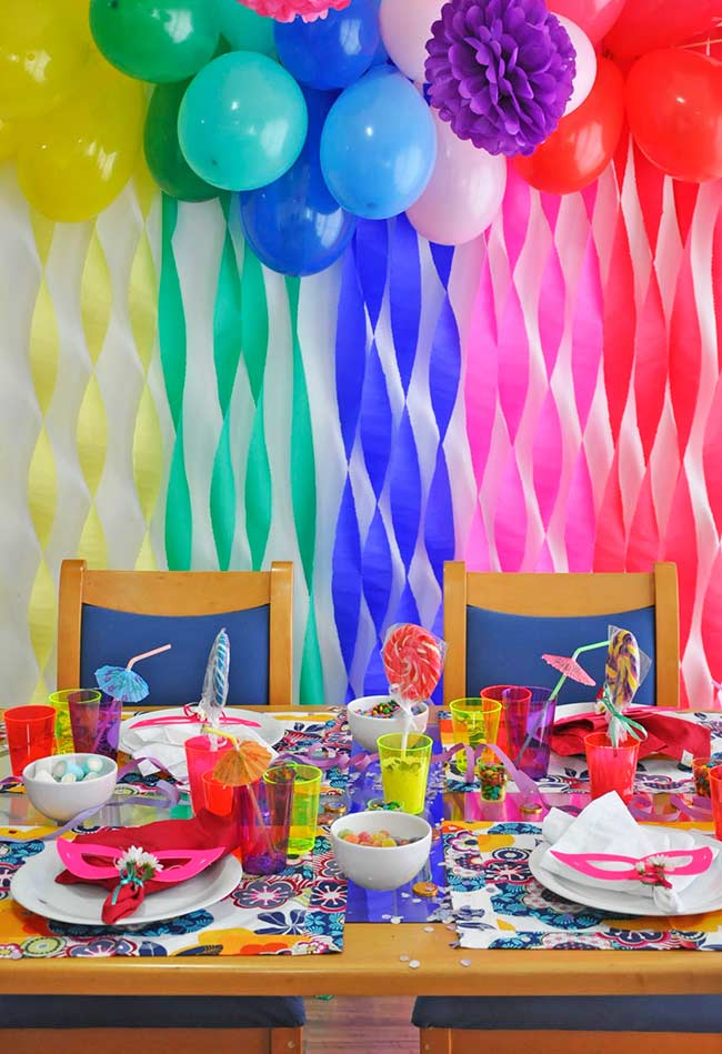 Decoração de Carnaval para um almoço colorido