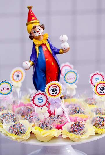 Palhaço na decoração de carnaval