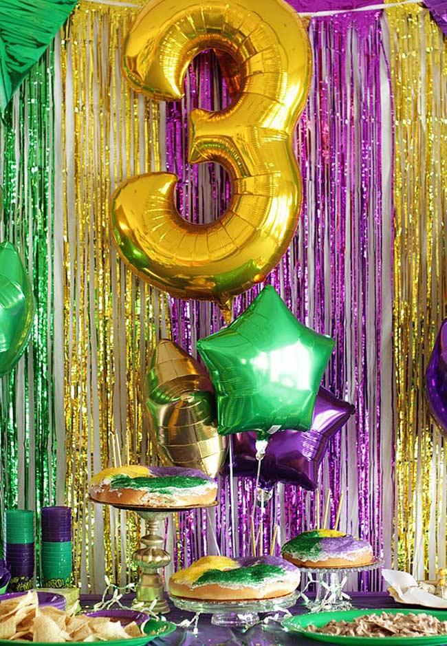 Balões, franjas, comidinhas e detalhes