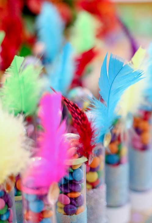 Tubinhos fantasiados para a decoração de Carnaval