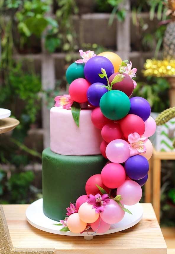 Decore o topo do seu bolo