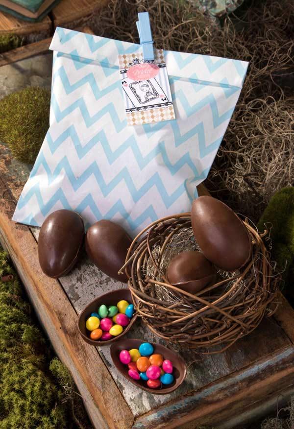 Pacotinho de ovinhos de chocolate recheados de confeitos