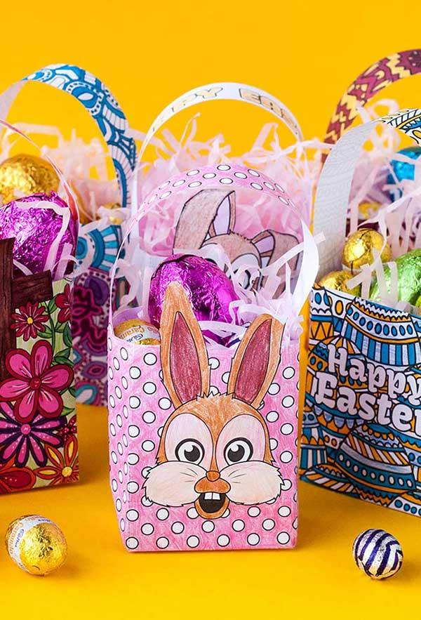 Saquinho de papel com coelho para colorir