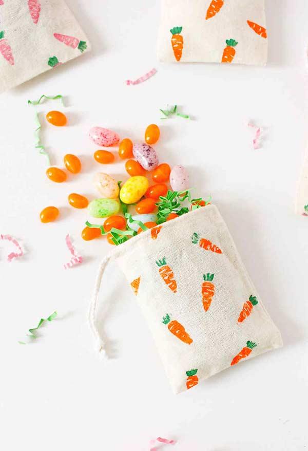 Saquinhos de algodão cru com carimbos personalizado