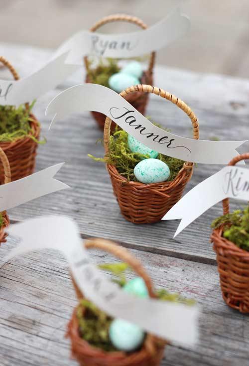 Mini cestas tradicionais da caça aos ovos: uma lembrancinha delicada