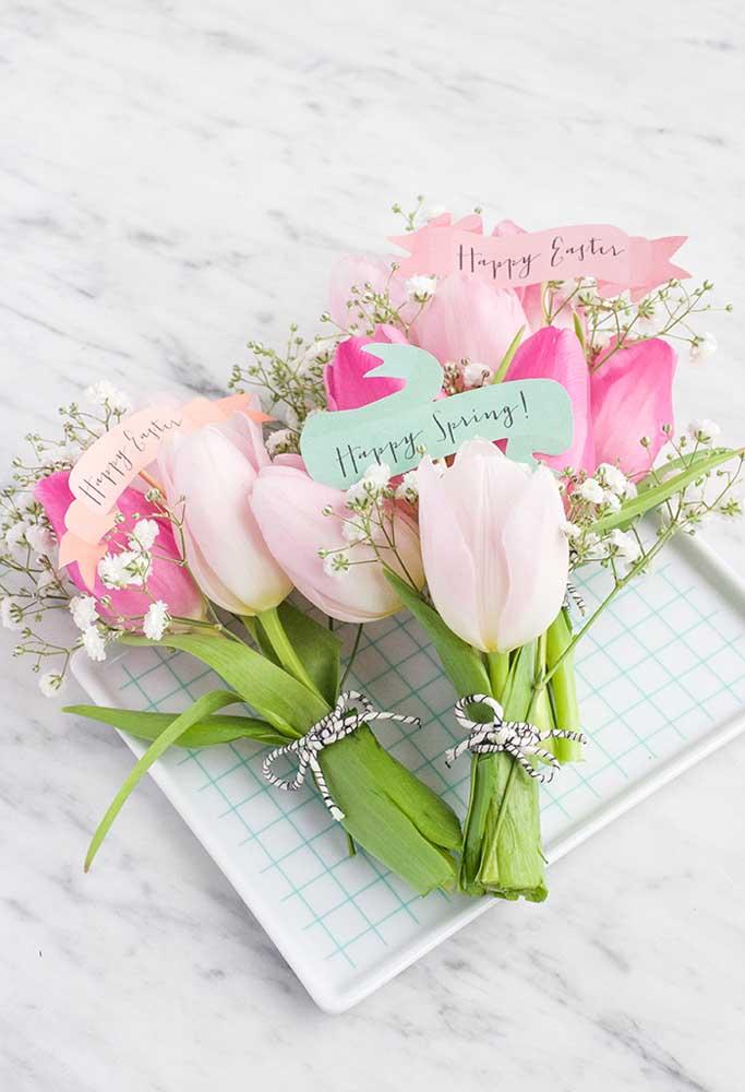 Que tal entregar um buquê de flores como lembrancinha de páscoa para igreja?