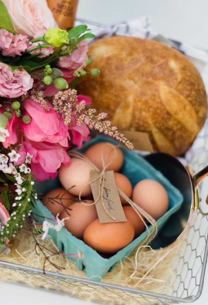 Prepare uma caixinha de ovos para entregar como lembrancinha.
