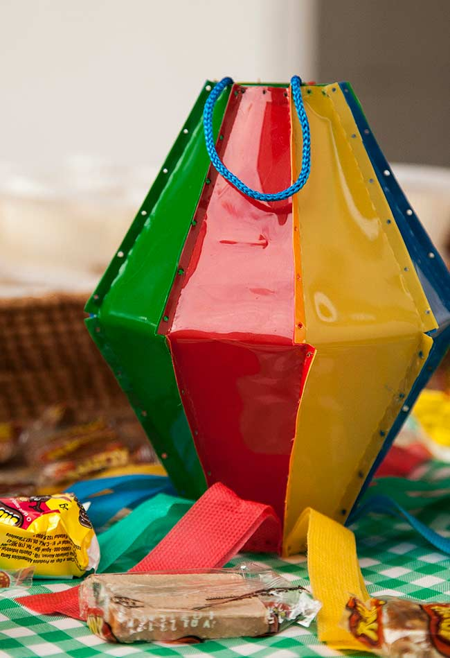 Saquinhos em forma de balão para servir doces ou lembrancinhas para os convidados da festa junina