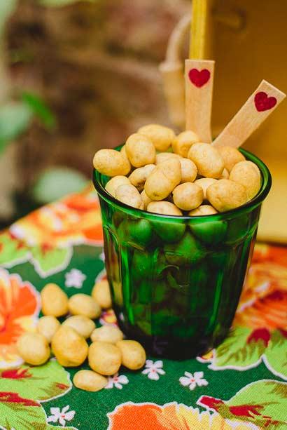 Tipos diferentes de amendoim para servir aos convidados