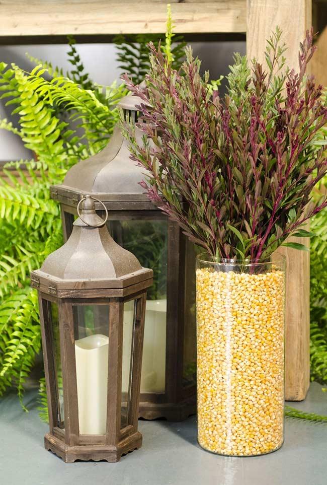 Milho na decoração de vaso para festa junina