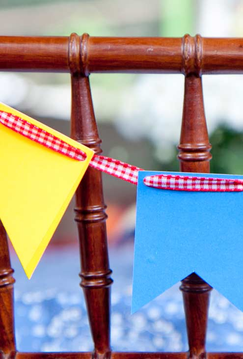 bandeirinhas de EVA colorido